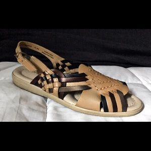 Softspots woven slingback sandal 7.5 new fit small